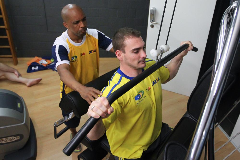 Campeão mundial, após ouro no Sul-Americano, volta às argolas em Santos