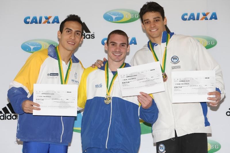 Nas argolas, o pódio: Henrique Flores, Arthur Zanetti e Francisco Barreto
